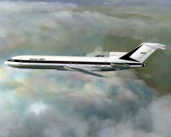 Boeing 727 in flight