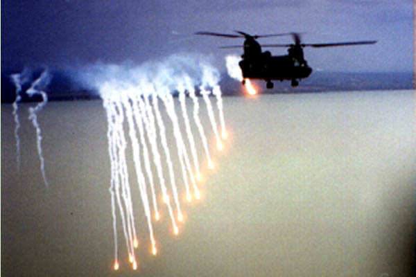 CH-47D Chinook releasing flares