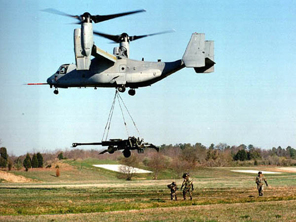 V-22 Osprey transporting field gun