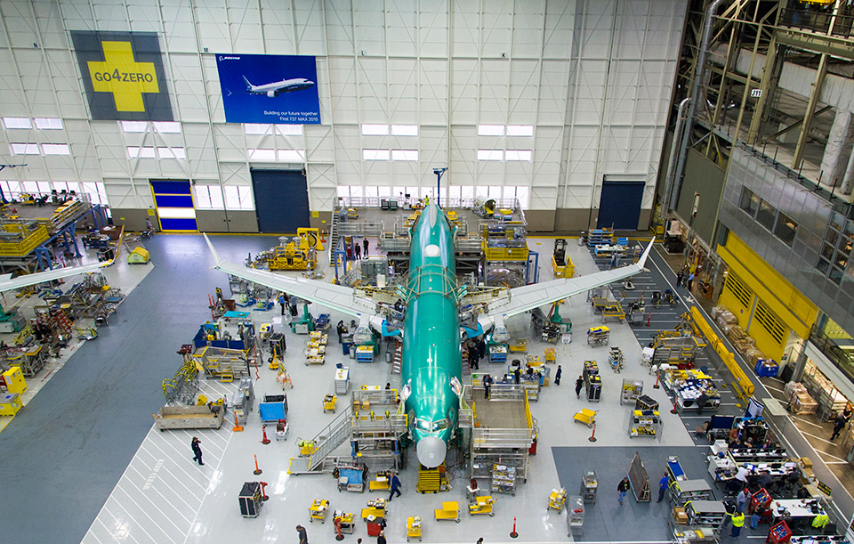 http://www.boeing.com/resources/boeingdotcom/commercial/737max/assets/images/news/begins-final-assembly-of-first-737-max/gallery/gallery-full-03.jpg